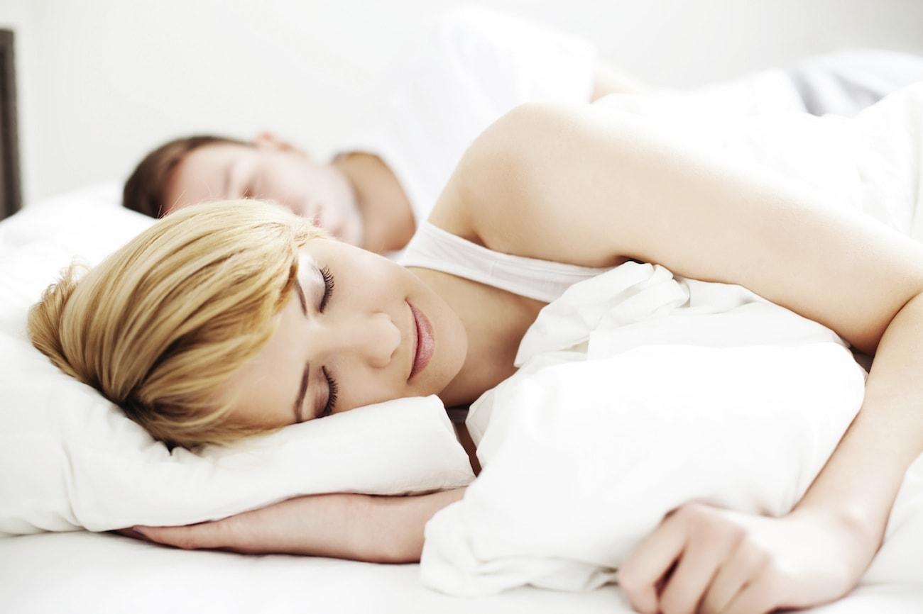 Dormir acompañado y sus beneficios