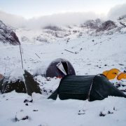 acampada en la nieve