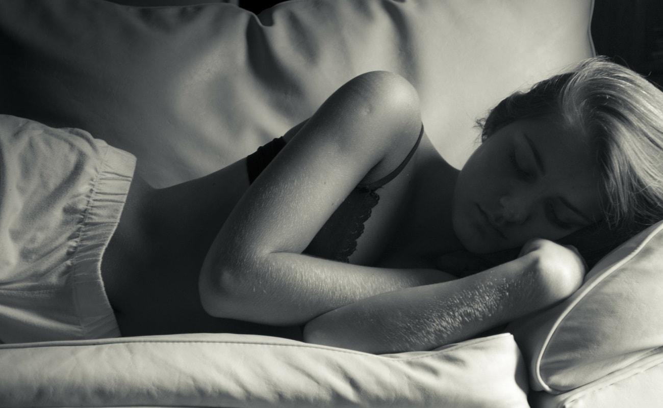 La siesta, ¿en la cama y en pijama o en el sofá?