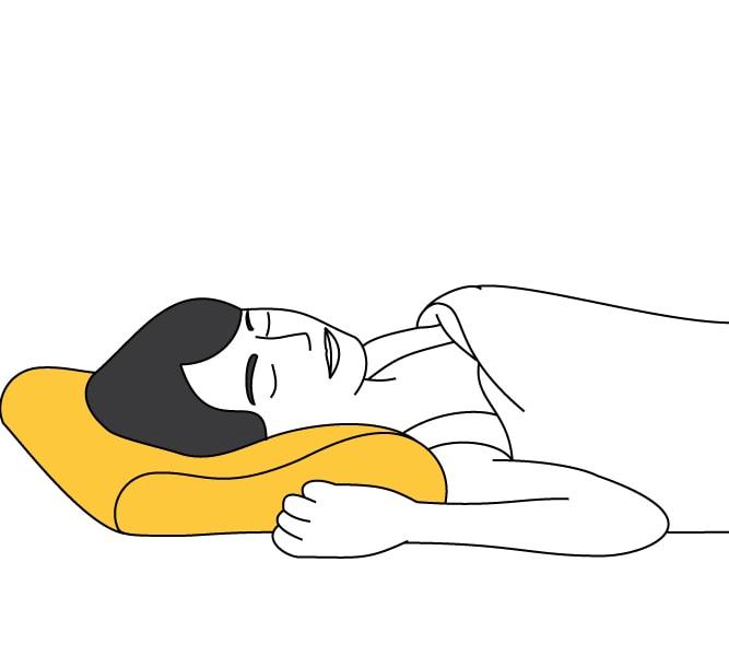 Persona usando una almohada viscoelástica cervical