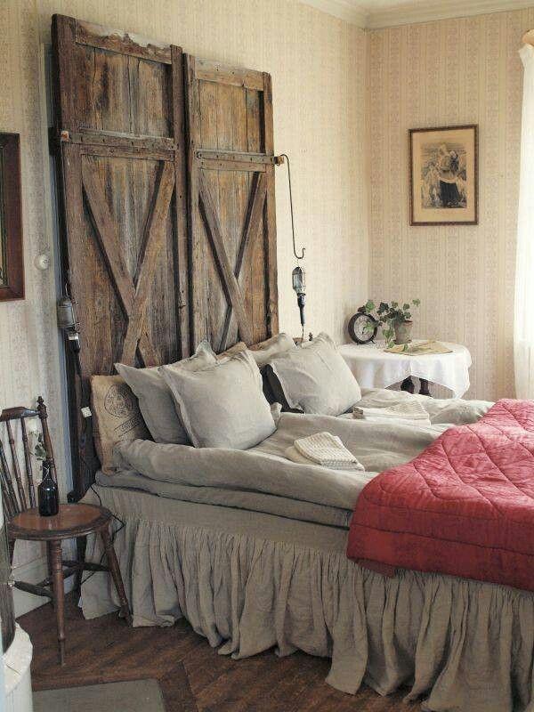 cabecero de cama con puertas de granero