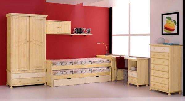 dormitorio de madera con cama compacta