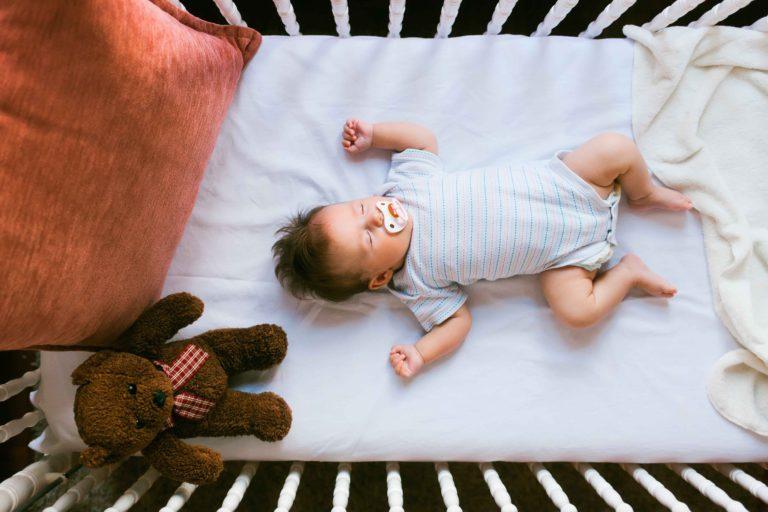 Medidas de colchón de cuna seguras para tu pequeño