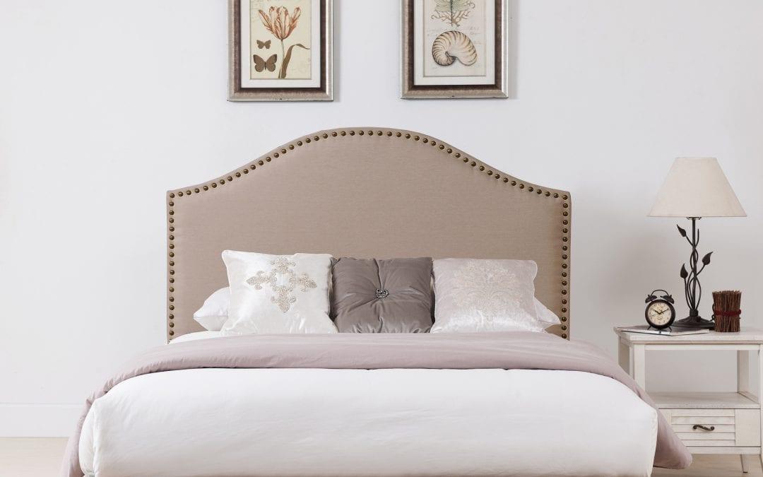 Cabeceros tapizados con tachuelas : estilo y confort
