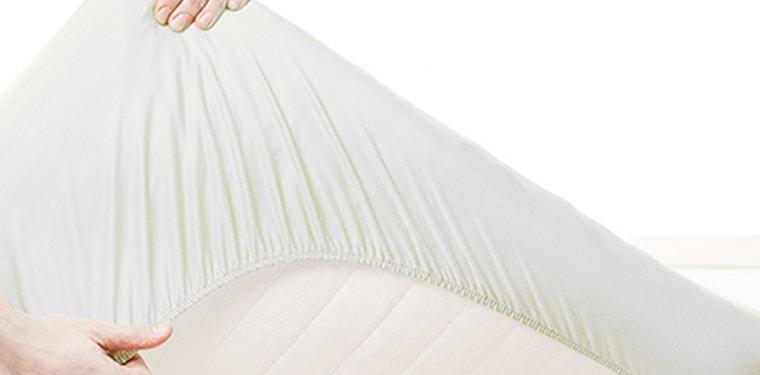 el protector de colchón para evitar las manchas
