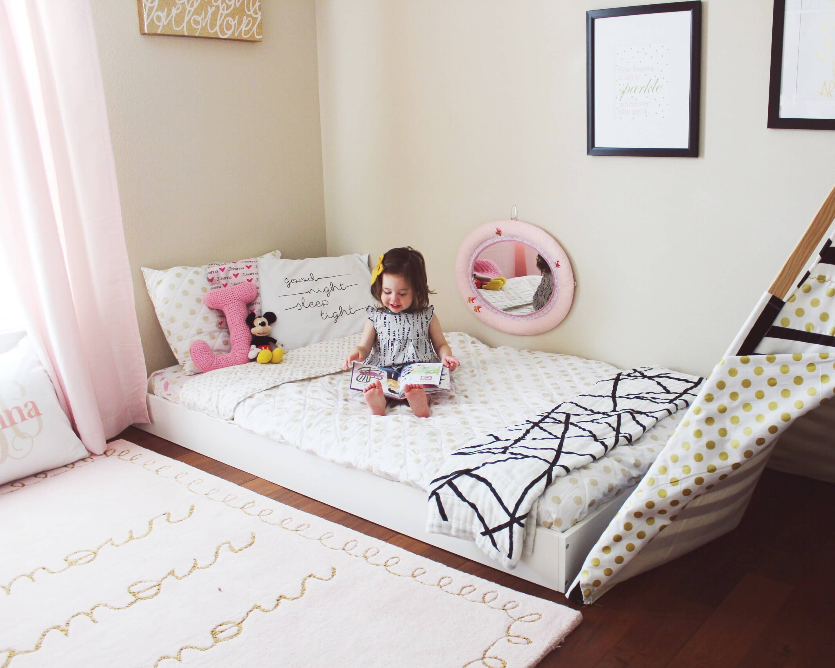 las camas montessori se colocan a ras de suelo, son seguras y accesibles