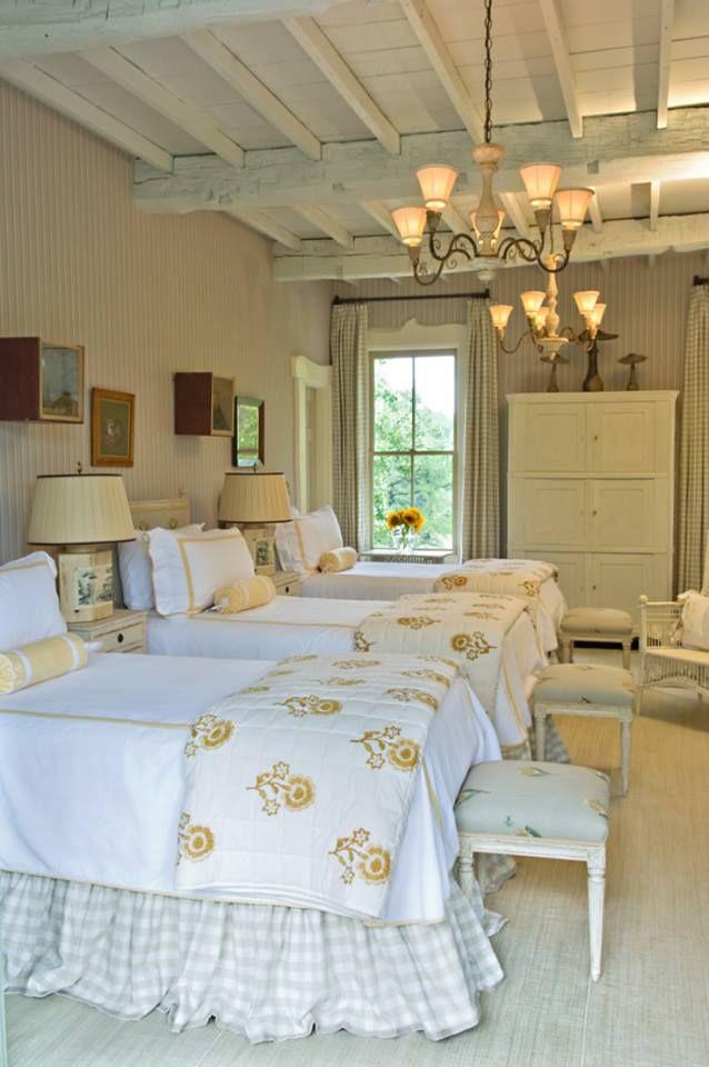habitaciones con tres camas de forja
