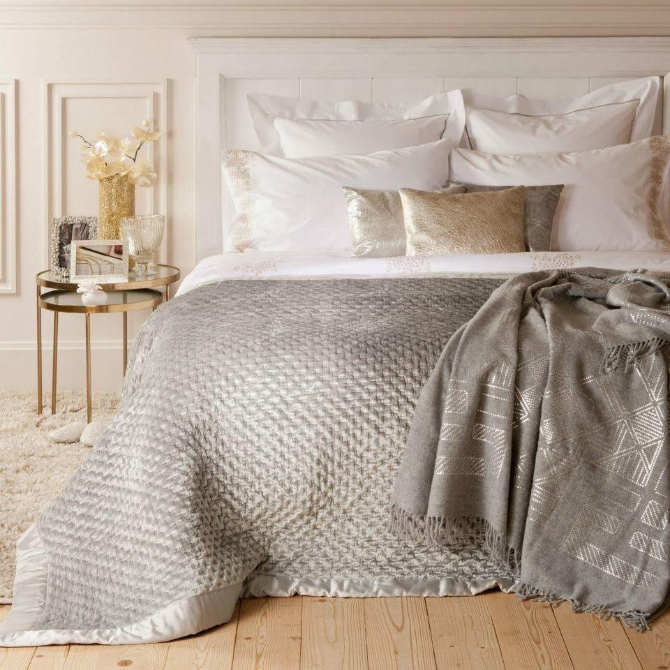 distintas texturas y colores para vestir una cama