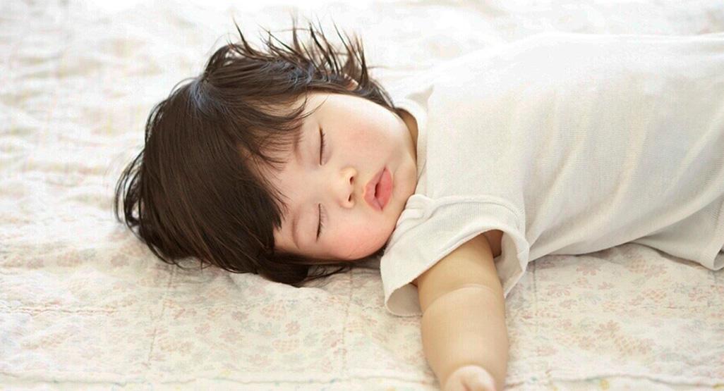 cuando poner almohada a un bebé de un año