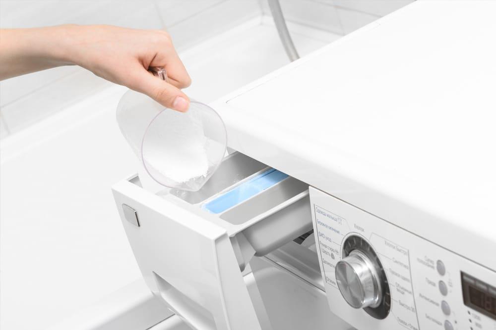 Cargar la lavadora con detergente sin suavizante