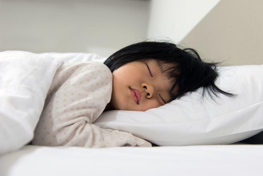 la altura de la almohada infantil