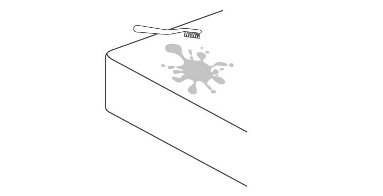 Aplicar suavemente la espuma con el cepillo
